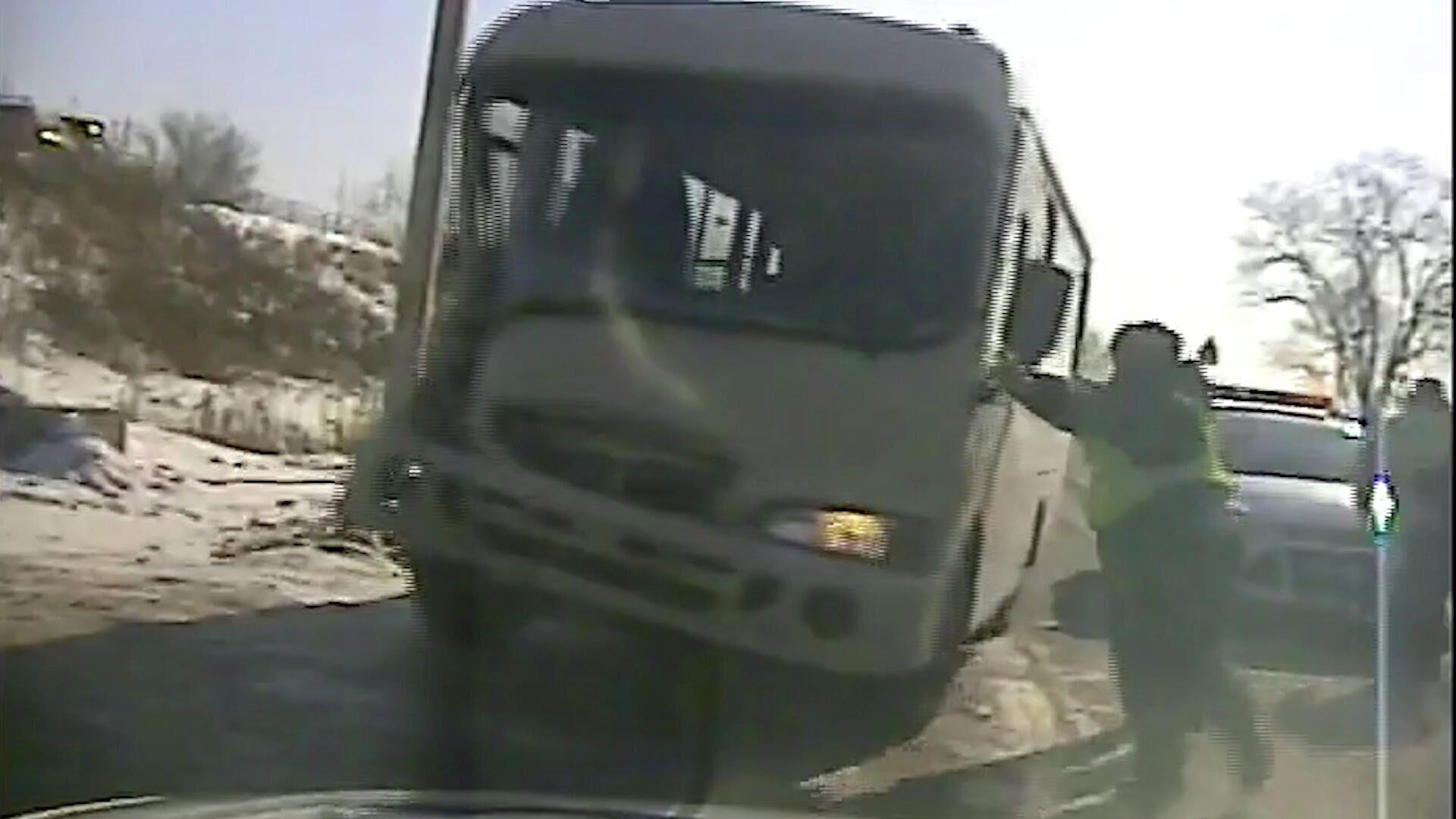 Пьяный водитель в городе Артем угнал пассажирский автобус Hyundai County с территории организации и устроил погоню на трассе Хабаровск-Владивосток - РИА Новости, 1920, 03.02.2021