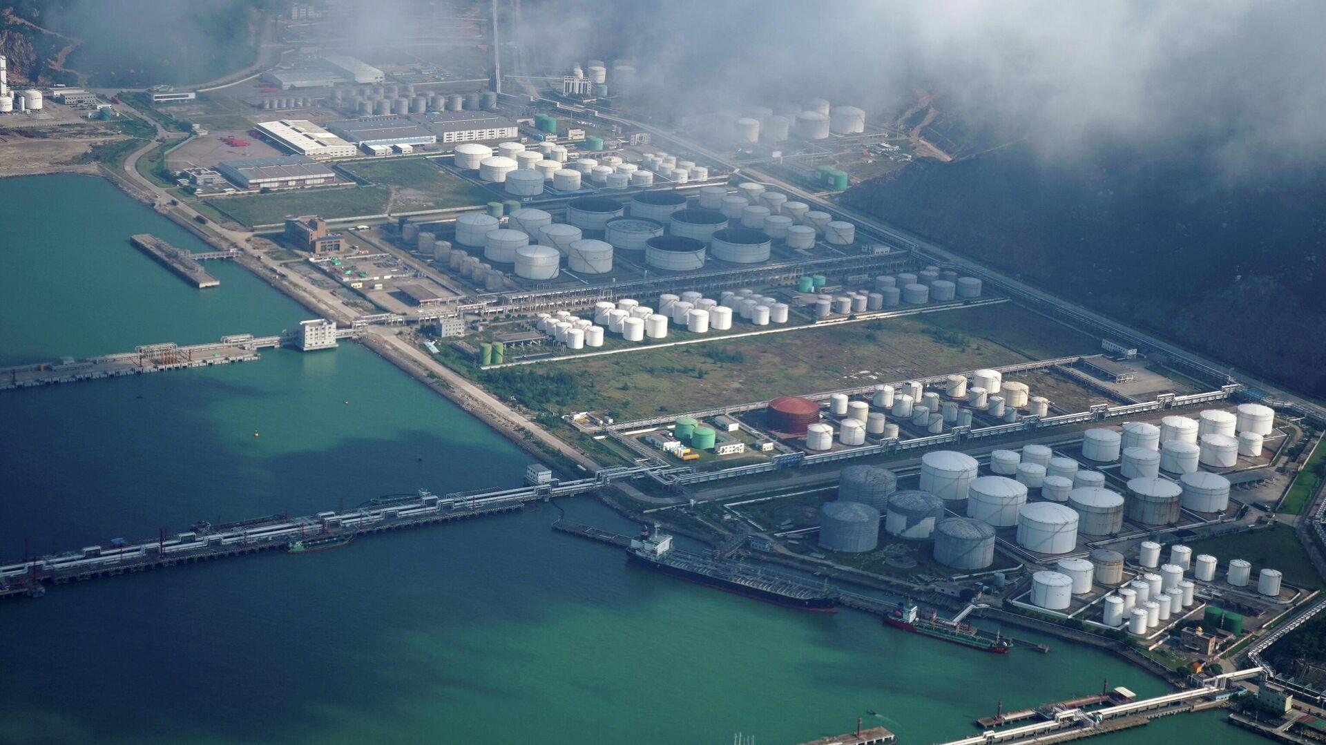 Нефтегазовое хранилище в порту Чжухая, Китай - РИА Новости, 1920, 04.02.2021