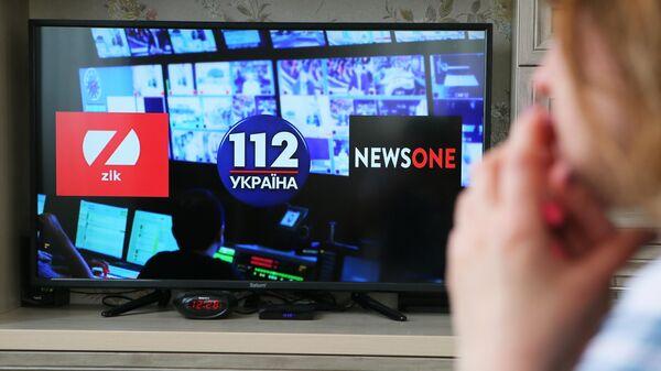 Экран телевизора с логотипами телеканалов ZIK, 112.Украина и NewsOne