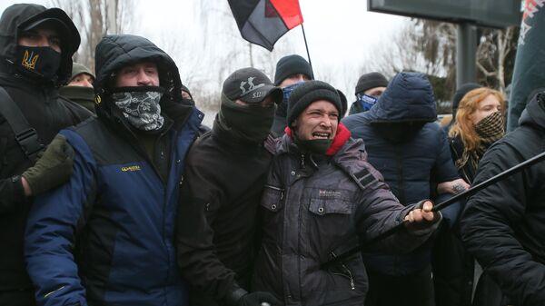 Участники акции националистов в Киеве с требованием закрытия телеканала Наш