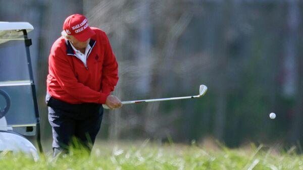 Дональд Трамп в Национальном гольф-клубе в Стерлинге