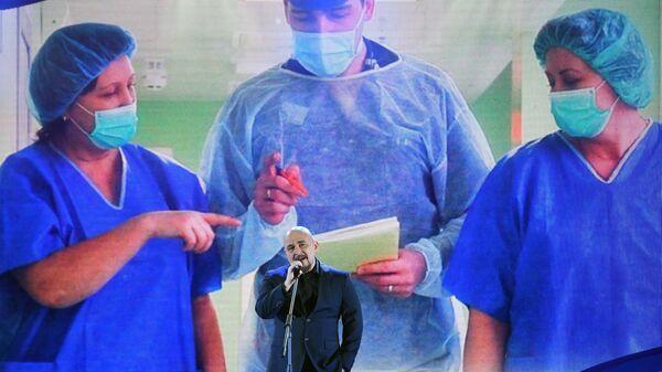 Певец Сергей Трофимов выступает во время торжественной ежегодной церемонии вручения премии ассоциации онкологических пациентов Будем жить! в Государственном Кремлевском дворце