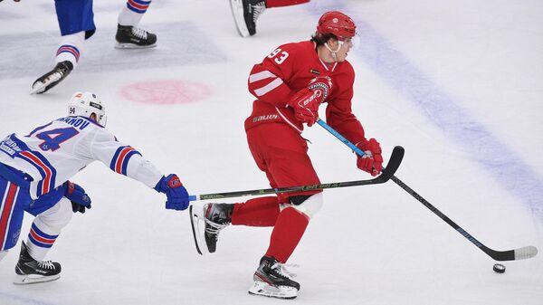 Игрок Витязя Данила Моисеев в матче регулярного чемпионата Континентальной хоккейной лиги между ХК Витязь (Московская область) и ХК СКА (Санкт-Петербург).