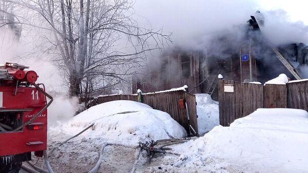 Пожар в жилом доме на улице Старовского в Сыктывкаре