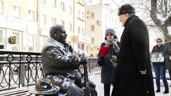 Памятник певцу Михаилу Кругу в Твери