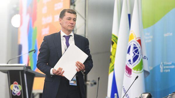 Максим Топилин перед началом дискуссии в рамках XIX Всемирного фестиваля молодежи и студентов в Сочи