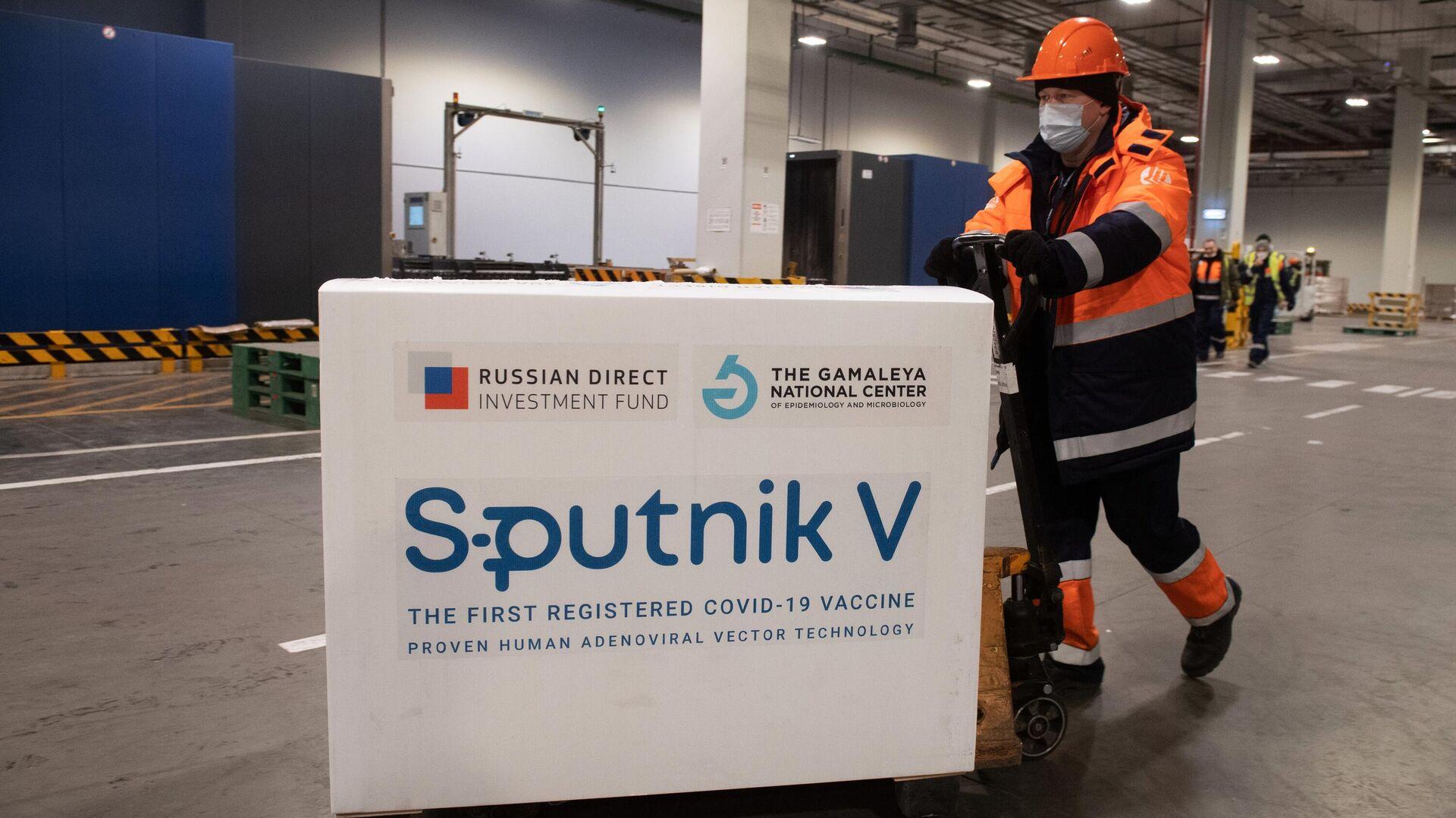 Доставка вакцины Sputnik V на склад в грузовой терминал Москва Карго - РИА Новости, 1920, 01.03.2021