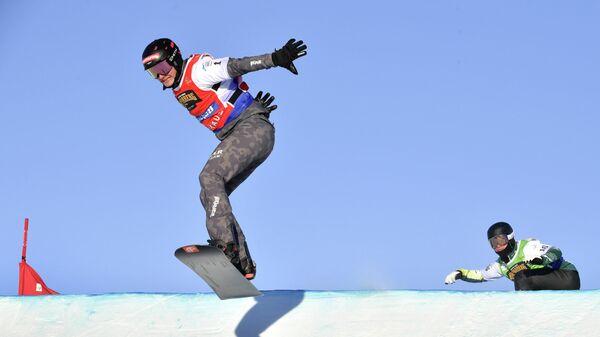 Австралийский спортсмен во время соревнований на чемпионате мира по сноуборд-кроссу