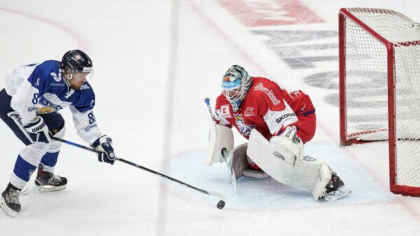 Игровой момент матча Евротура между сборными Финляндии и Чехии