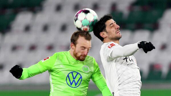 Максимилиан Арнольд и Ларс Штиндль (слева направо) в матче Вольфсбурга и Боруссии