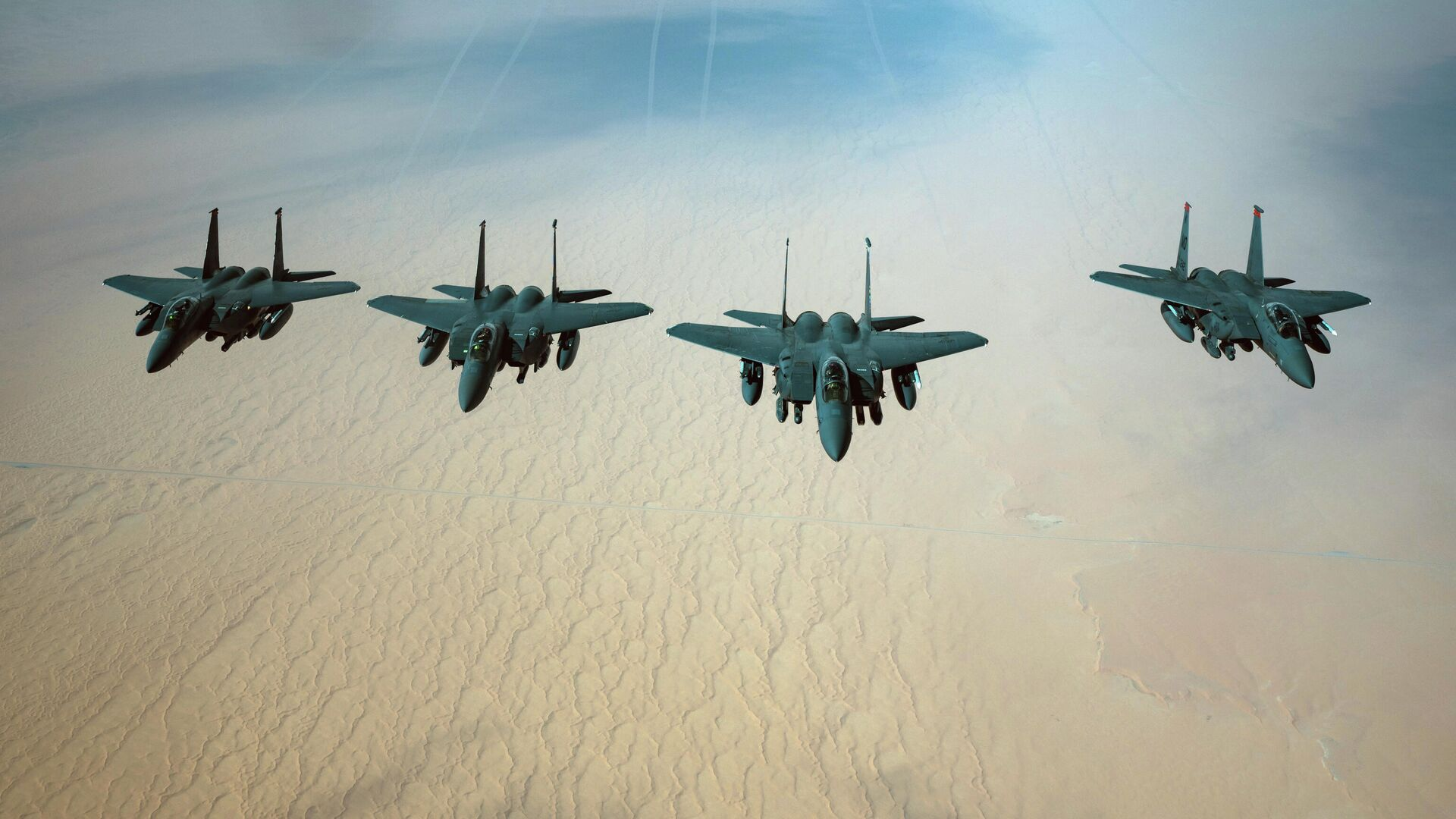 Истребители ВВС США F-15E Strike Eagle - РИА Новости, 1920, 22.04.2021