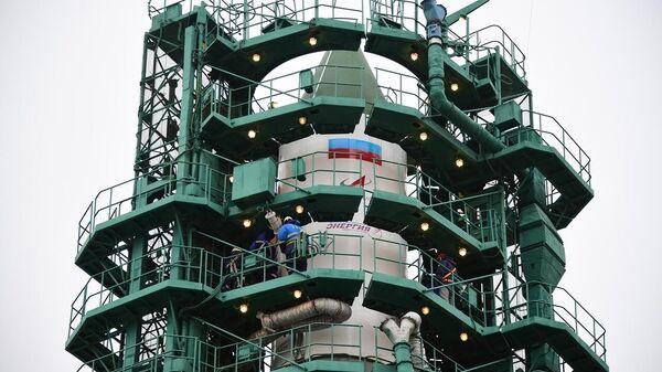 Подготовка к запуску ракеты-носителя Союз-2.1а с грузовым кораблем Прогресс МС-16 c космодрома Байконур