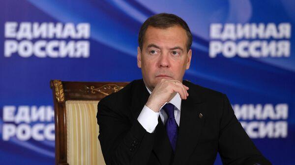 Председатель Единой России, заместитель председателя Совета безопасности РФ Дмитрий Медведев проводит онлайн-совещание о газификации регионов