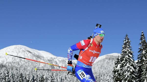 Матвей Елисеев (Россия) на дистанции гонки преследования на 12.5 км среди мужчин на чемпионате мира по биатлону в словенской Поклюке.
