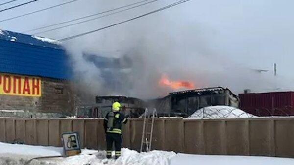 Тушение пожара на газовой заправке в Мосрентгене