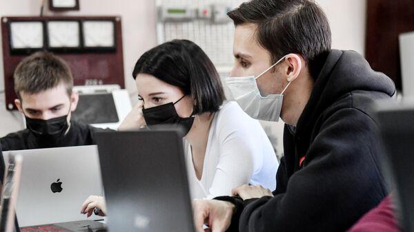 Студенты во время обучения в Крымском Федеральном Университете имени В. И. Вернадского в Симферополе