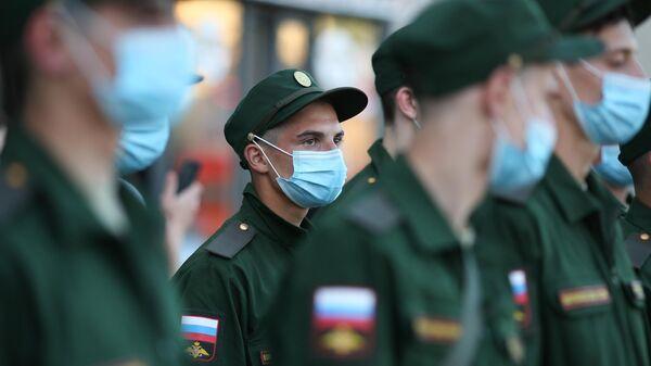 Отправка первых новобранцев весеннего призыва в Вооруженные Силы из Краснодарского края на железнодорожном вокзале Краснодар-1