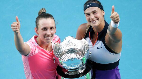 Теннисистки Арина Соболенко (Белоруссия) и Элизе Мертенс (Бельгия)