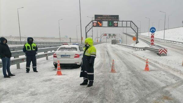 Пост на въезде на Крымский мост со стороны Краснодарского края