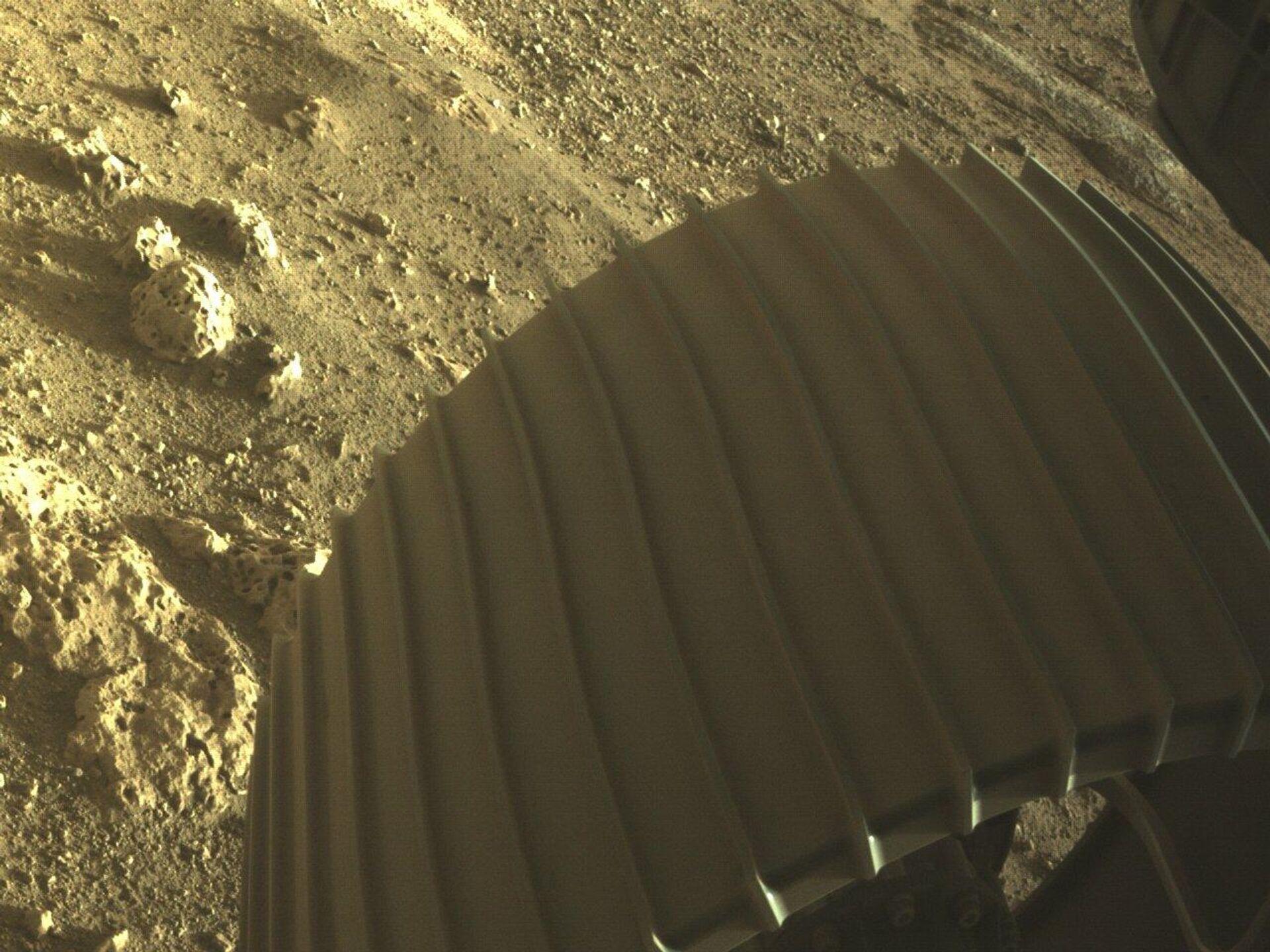 Американский планетоход Perseverance показал цветные фото с Марса