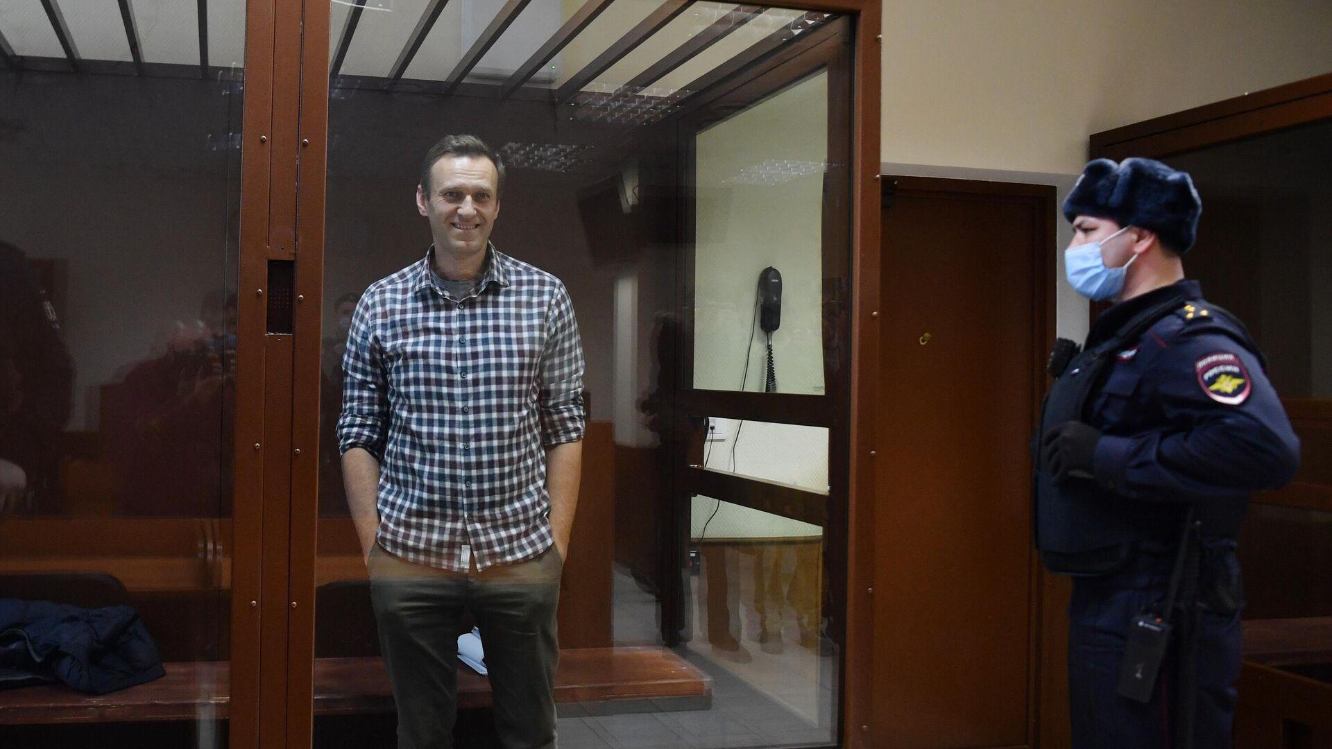 Алексей Навальный в зале Бабушкинского районного суда - РИА Новости, 1920, 01.03.2021