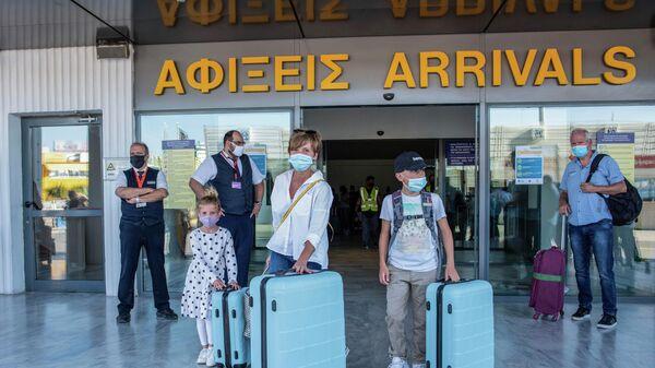 Туристы в аэропорту Ираклиона, Греция