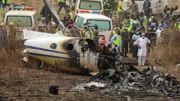 На месте крушения военного самолета в Абудже, Нигерия
