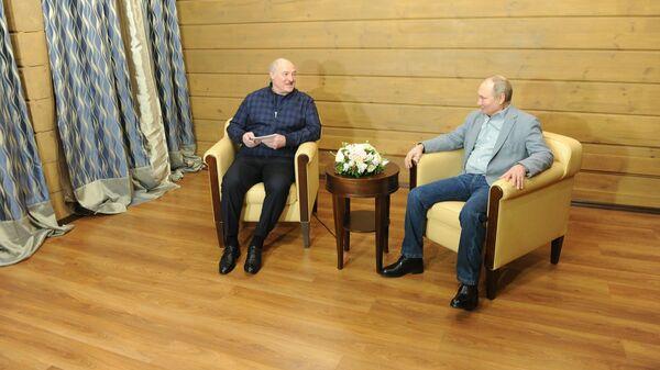 Лукашенко и Путин обсудили по телефону кооперацию в ВПК