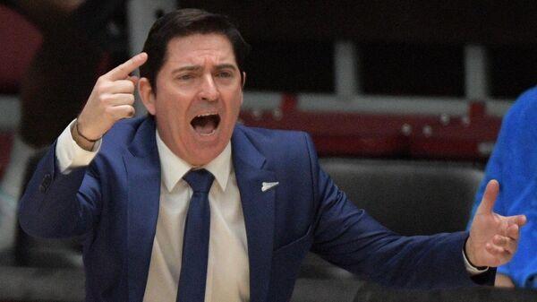 Главный тренер Зенита Хавьер Паскуаль во врем матча 25-го тура регулярного чемпионата мужской баскетбольной Евролиги сезона 2020/2021 между БК Зенит (Санкт-Петербурга, Россия) и БК Олимпия (Милан, Италия).