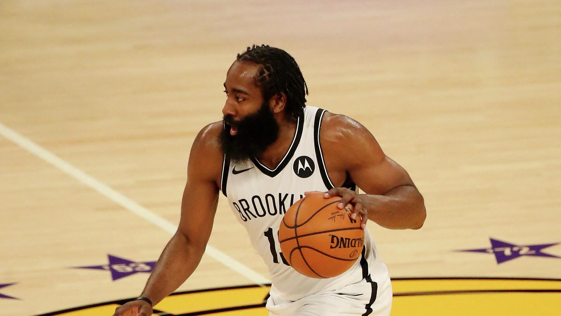 LOS ANGELES, CALIFORNIA - FEBRUARY 18: James Harden #13 of the Brooklyn Nets handles the ball during the third quarter against the Los Angeles Lakers at Staples Center on February 18, 2021 in Los Angeles, California. NOTE TO USER: User expressly acknowledges and agrees that, by downloading and or using this photograph, User is consenting to the terms and conditions of the Getty Images License Agreement.   Katelyn Mulcahy/Getty Images/AFP (Photo by Katelyn Mulcahy / GETTY IMAGES NORTH AMERICA / AFP) - РИА Новости, 1920, 22.02.2021