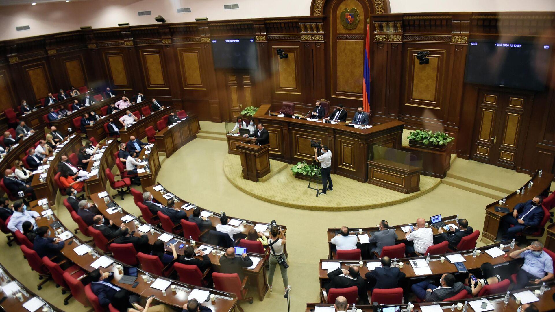 Руководитель оппозиционной партии Процветающая Армения Гагик Царукян выступает в парламенте Армении в Ереване - РИА Новости, 1920, 10.05.2021