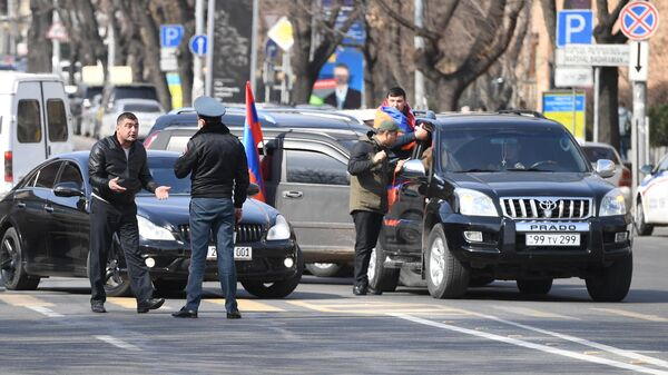 Протестующие перекрыли проспект Баграмяна в Ереване