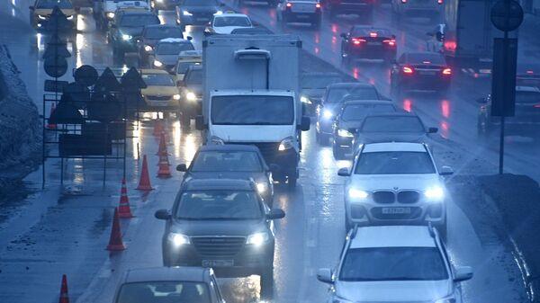 Пробки в Москве в четверг вечером достигли девяти баллов
