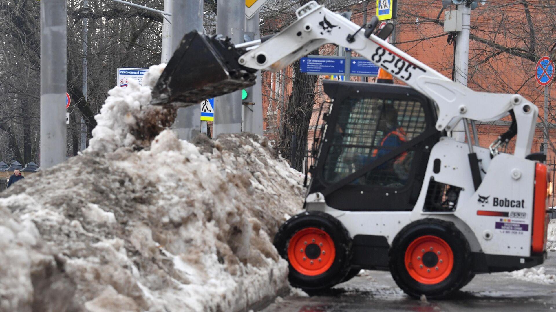 Снегоуборочная техника на одной из улиц в Москве - РИА Новости, 1920, 02.03.2021