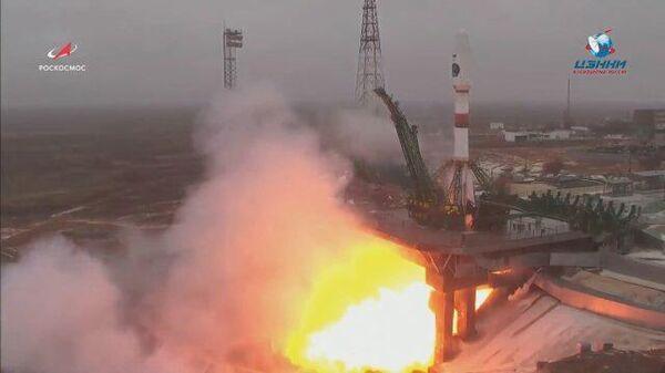 Кадры запуска российского космического аппарата Арктика-М с космодрома Байконур