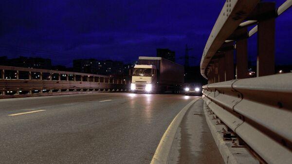 Большегрузный автомобиль в районе пересечения МКАД и шоссе Энтузиастов
