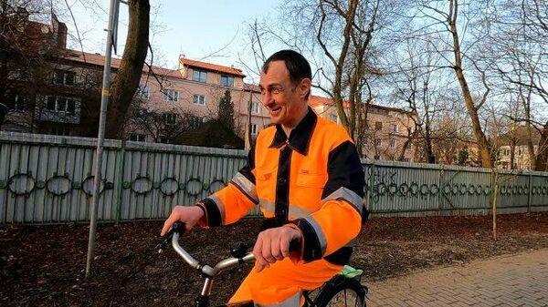 Добрые сердцем: жители Калининграда собрали деньги на велосипед дворнику