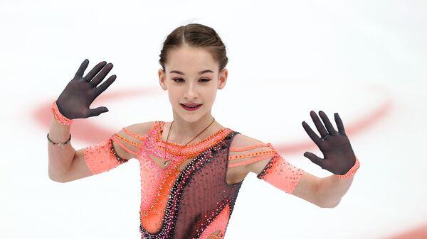 Софья Акатьева выступает с короткой программой в финале Кубка России по фигурному катанию в Москве.