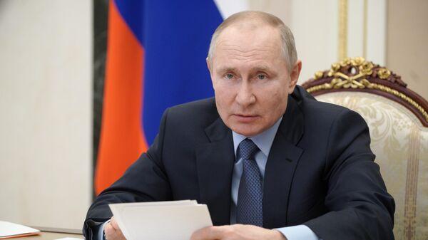 Путин заявил, что интернет должен подчиняться моральным законам общества