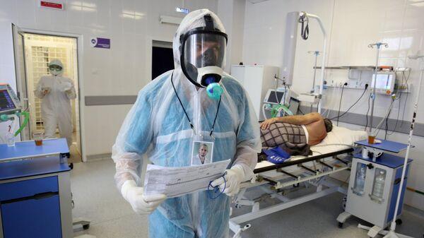 Медицинские работники и пациент в клинической больнице № 5 в Волгограде