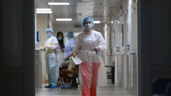 Медицинские работники и пациенты в больнице