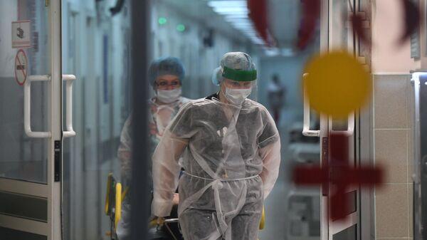 Медицинские работники и пациент в городской клинической больнице №15 имени О.М. Филатова