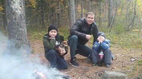 Дмитрий с детьми на природе
