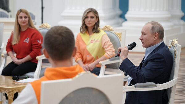 Президент РФ Владимир Путин проводит встречу с участниками общероссийской акции взаимопомощи Мы вместе в Кремле
