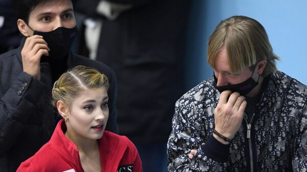 Алена Косторная и тренер Евгений Плющенко