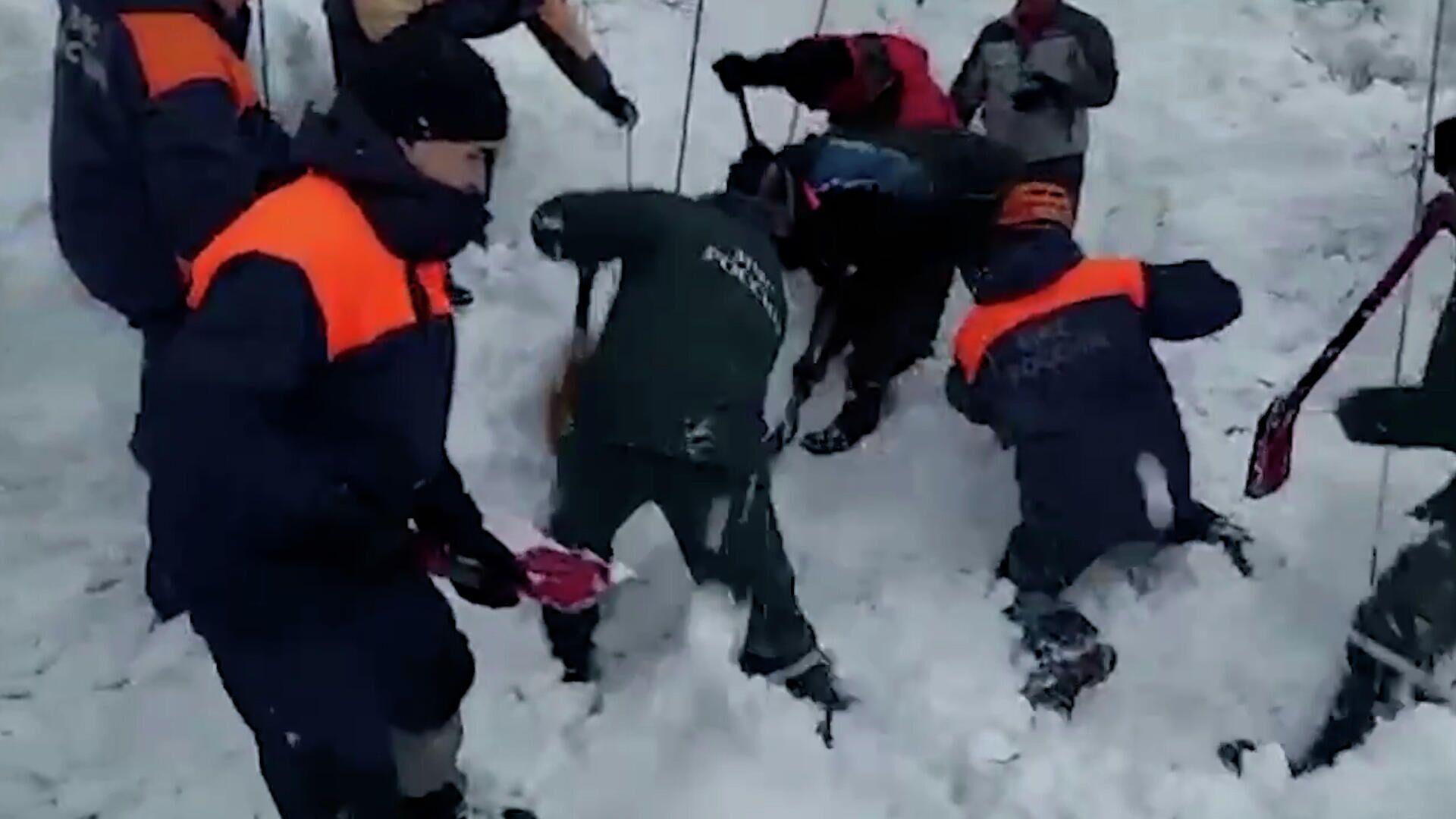 Спасательные работы на месте схода лавины на Камчатке - РИА Новости, 1920, 06.03.2021