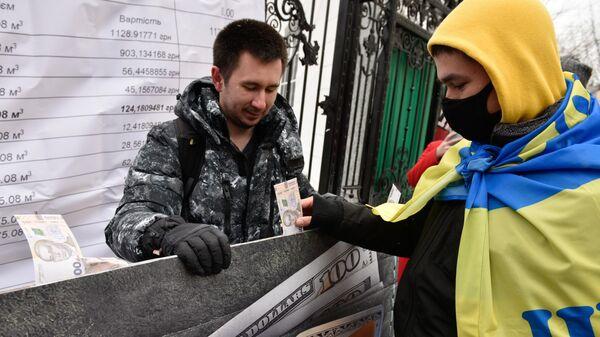 Участники акции Фирташ заплатит за все у здания Верховного суда Украины в Киеве
