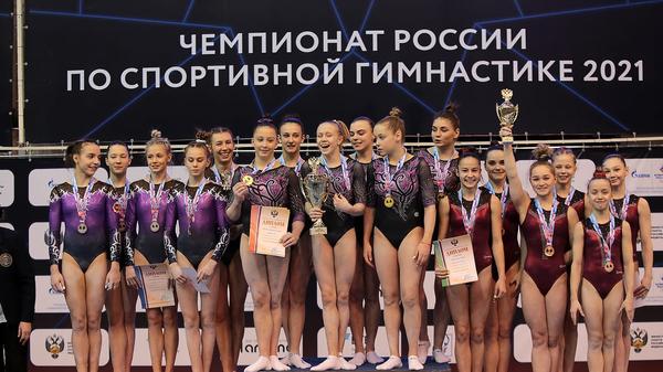 Участницы командного многоборья на чемпионате России по спортивной гимнастике