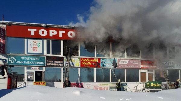 Пожар в павильоне здания ТЦ Народный в Сыктывкаре