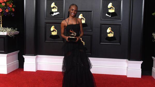 Тиара Томас с наградой за песню I Can't Breath на 63-й ежегодной премии Грэмми